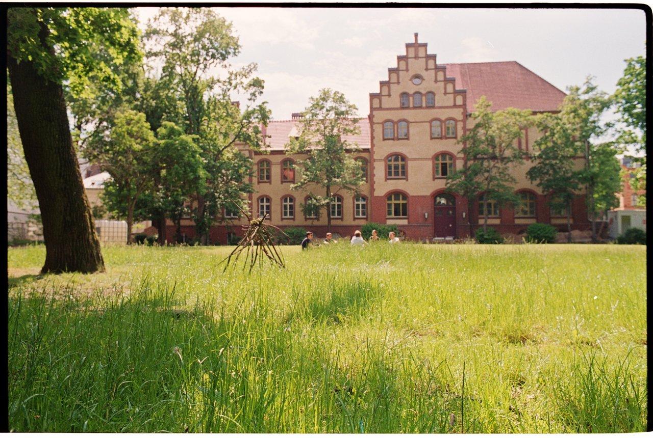 Auf dem Campus Nord; Foto: Falk Weiß